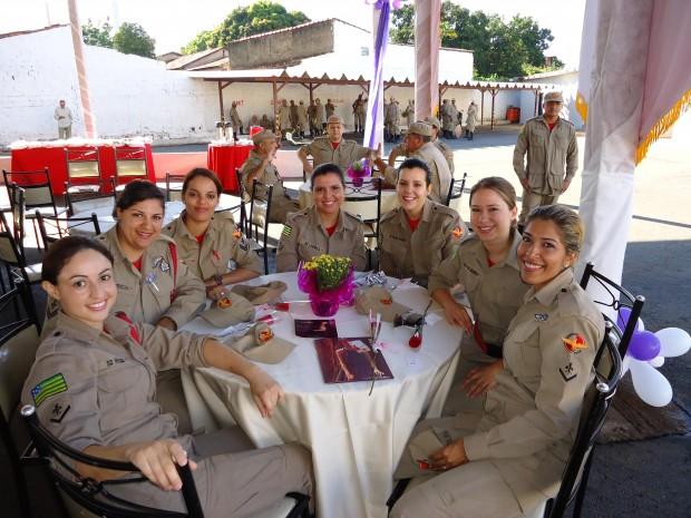 Soldado Hilda, do 2ºBBM, Cabo Patrícia, Cabo Nayra, e Soldado Ludmila, do Comando Geral, Soldado Juliana, da 1ª CIBM, Soldado Walquiria, do Comando Geral, e Soldado Mônica, CAL