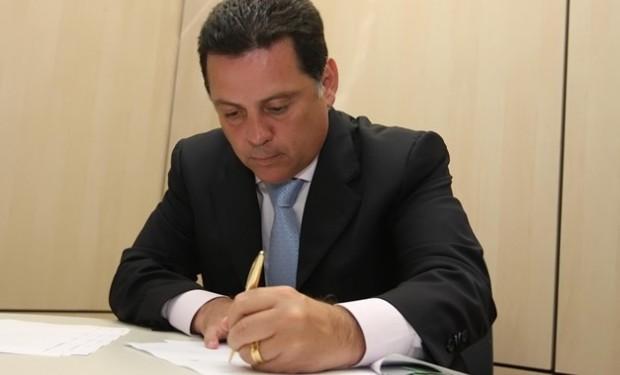 Governador assina